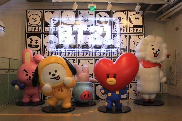 ▲ 서울 용산구에 위치한 라인프렌즈 스토어 이태원점. 방탄소년단(BTS)과 관련된 굿즈를 구매할 수 있다.