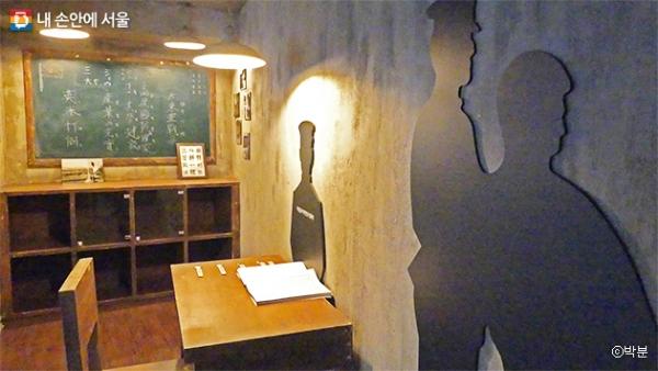경성의 감옥을 재현한 '1평으로 체험하는 식민지 감옥' 모습